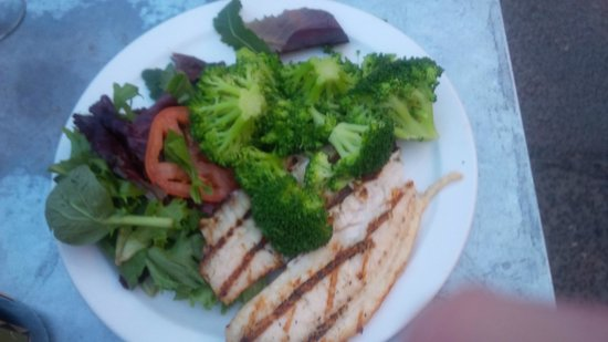 Fisherman's Market & Grill: Two Talapia fillets with Baby Greens Salad and tomato