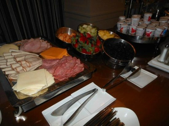 club lounge buffet breakfast picture of sheraton san diego hotel rh tripadvisor com san diego breakfast buffet san diego sunday brunch buffet