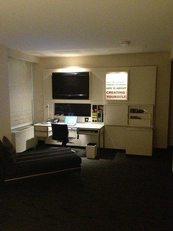 W Chicago - City Center: W Corner Room