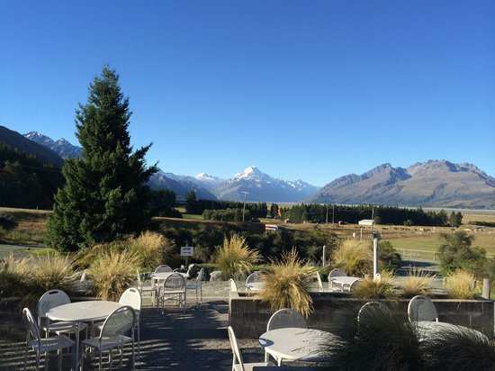 Mount Cook Glentanner Park Centre: レストラン。マウント・クックが見えます。