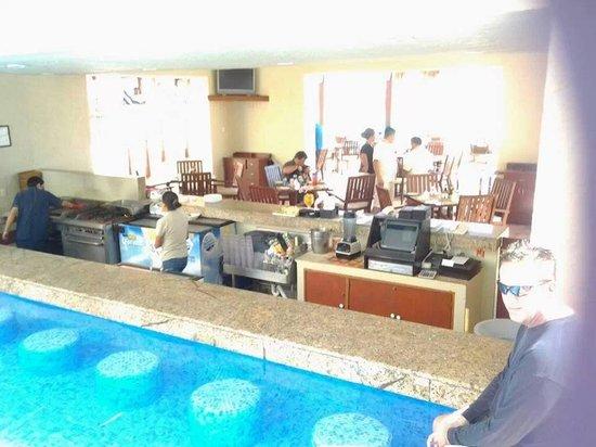 Club Regina Cancun : swim up bar