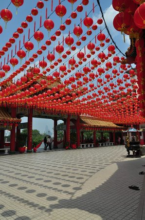 Thean Hou Temple : Lanterns in the main temple courtyard