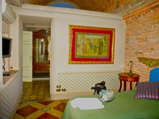 B&B L'Antica Bifore: Sumptuously decorated room