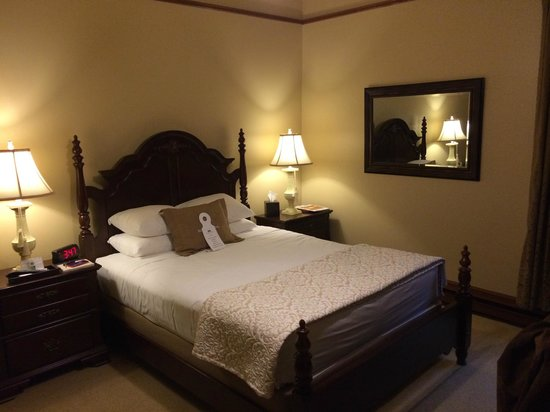 Sacajawea Hotel: Queen Bedroom