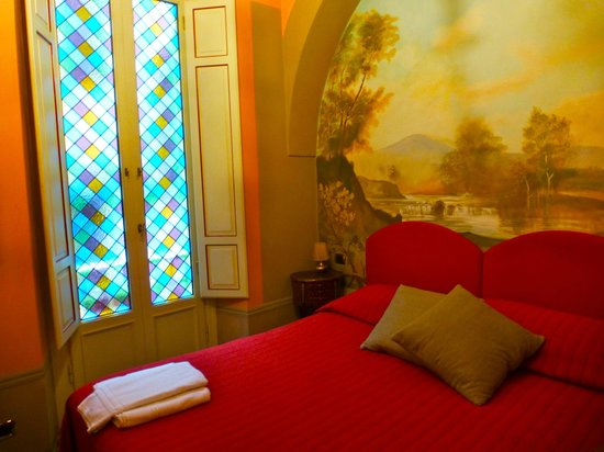 B&B L'Antica Bifore: Stained glass windows throughout