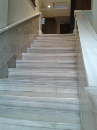 Hotel Au Pera: Escaliers