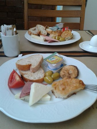 Walk In Hotel: Petit dej
