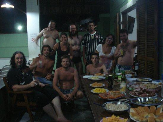 Pousada Tribo Ubatuba Hostel: Confraternização na piscina/varanda