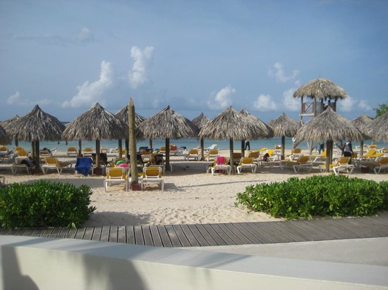 Iberostar Rose Hall Suites: Beach area