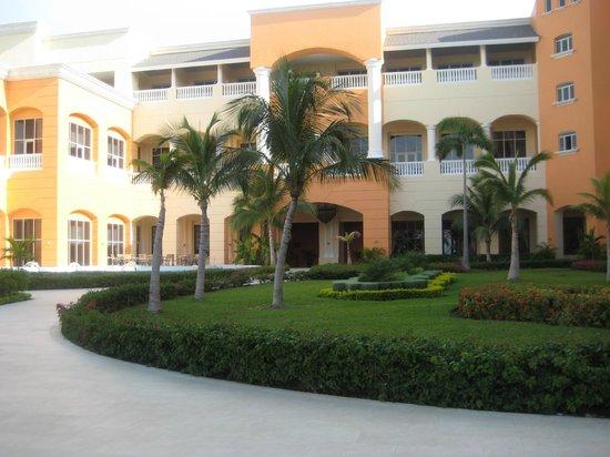 Iberostar Rose Hall Suites: Hotel facade