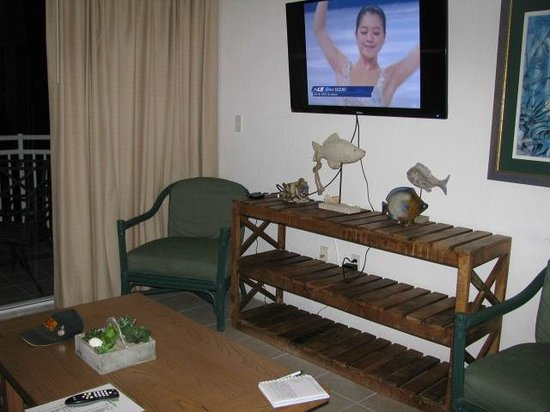 Sunrise Suites Resort: Living room tv