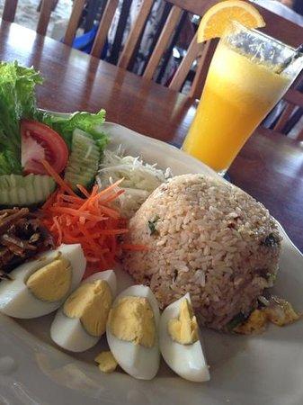 Rafii's Beach Cafe: kampung fried rice RM15