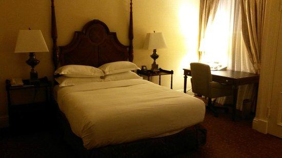 Seelbach Hilton: rich furniture matches historic theme