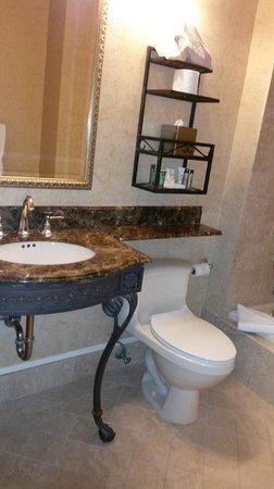 Seelbach Hilton: more rich decor in bath & nice high ceilings