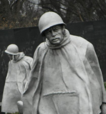 Monumento a los veteranos de la Guerra de Korea: His eyes seem to look right at you.