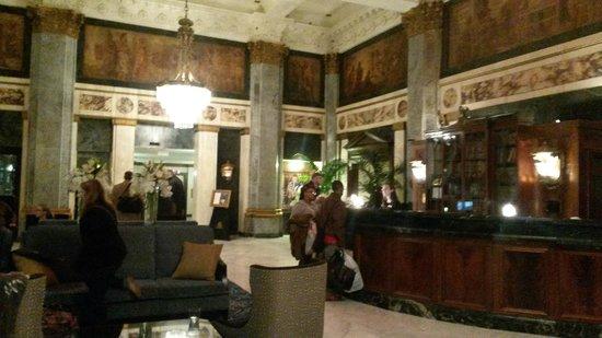 Seelbach Hilton: ornate hotel lobby