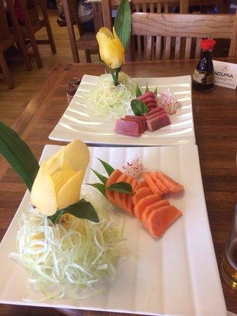 Suehiro: Sashimi de salmón y de atún. Delicioso!!!!