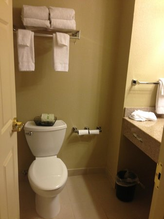 Country Inn & Suites By Carlson, State College (Penn State Area) : bathroom1