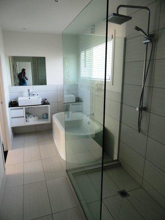 Regent of Rotorua: BATH-room
