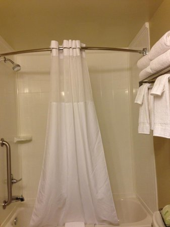 Country Inn & Suites By Carlson, State College (Penn State Area) : bathroom2