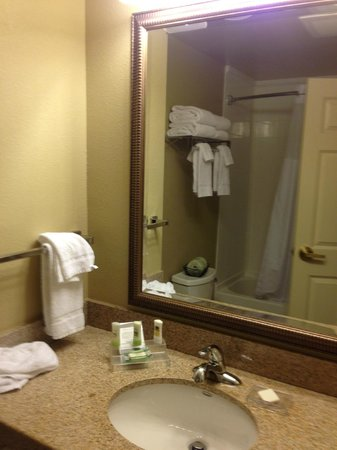Country Inn & Suites By Carlson, State College (Penn State Area) : bathroom3
