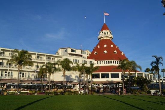 Hotel del Coronado: the hotel from the beach