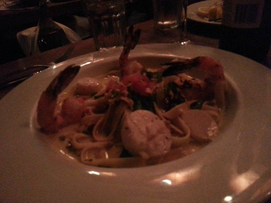 Flying Fish Grill: Grilled shrimp/scallops fetuccini