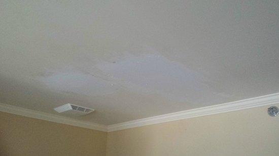 Le St-Christophe - Hotel & Spa: Plafond en phase de réparation !