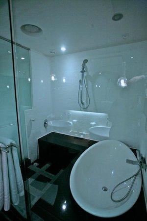Kenzi Tower Hotel: Bagno