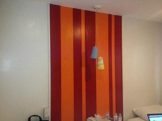 Escario Central Hotel: Room wall