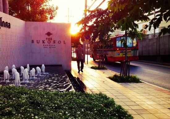 The Sukosol: Bangkok sunrise from Sukosol Hotel entrance