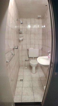 Leidseplein Hostel : Baño. Compacto y con no muy buena ventilación