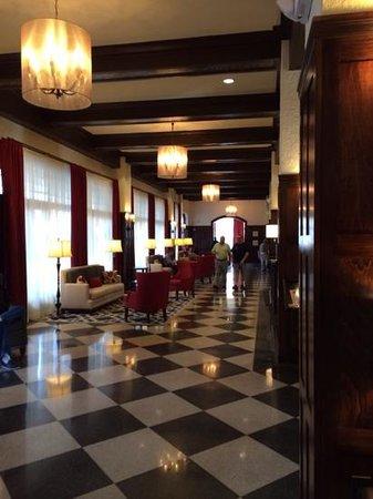 Hampton Inn & Suites Bradenton Downtown Historic District : Lobby...lots of character!