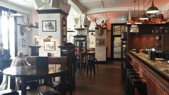 Emporium Eatery & Bar : Restaurant and Bar