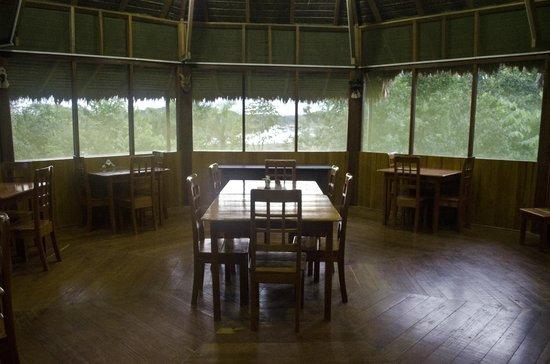Sotupa Eco House : Vista interior del comedor