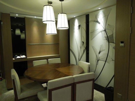 Ascott IFC Guangzhou: Dining room
