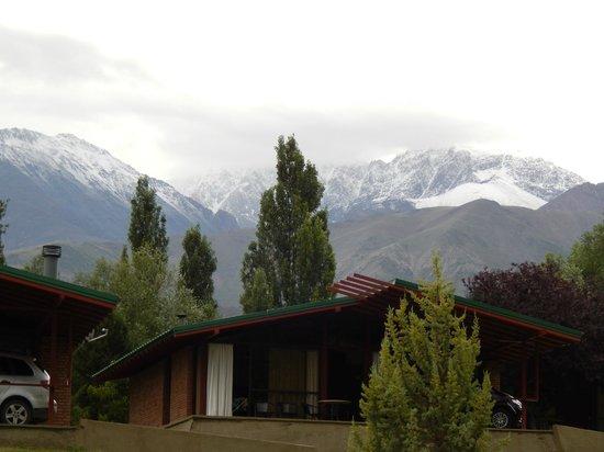 Cabanas Andinas : Vista al Cordón del Plata  desde Cabañas Andinas