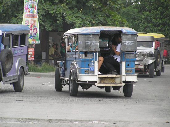 Red Planet Angeles City : Jeepney, transport in Angeles