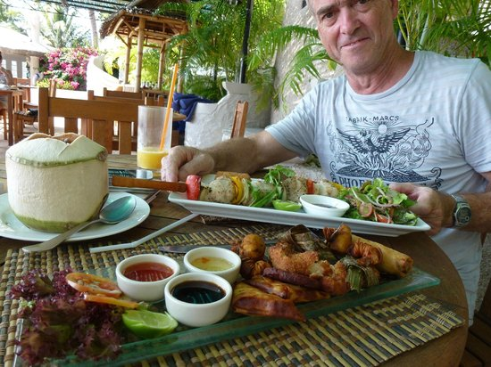 Jamahkiri Resort & Spa: great food beside the pool