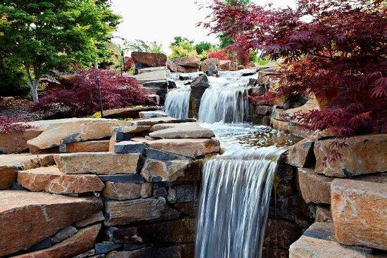 Oberon, أستراليا: Water cascading through the Water Garden