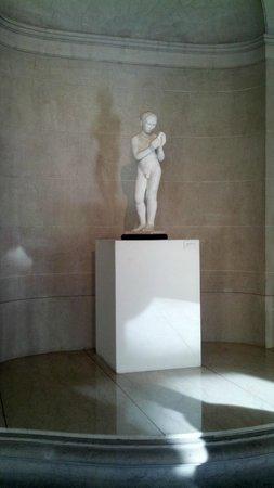 Museo Palacio Ferreyra: estatua