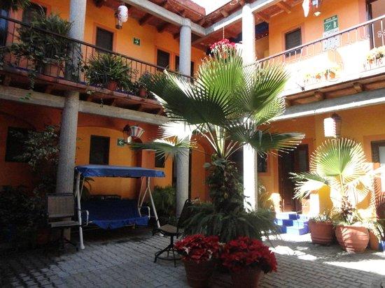 Hotel Posada del Centro : Planta Baja y Primer piso con galería y vista hacia el patio