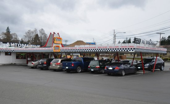 Boomer's Drive In: Drive up & place your order.