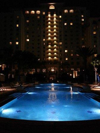 Omni Orlando Resort at Championsgate: Omni Resort at night by poolside