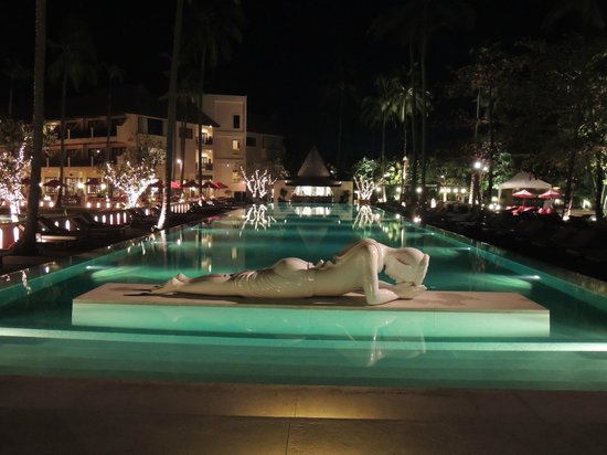 The Emerald Cove Koh Chang: the pool at night