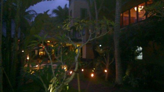 Komaneka at Monkey Forest : Hotel grounds