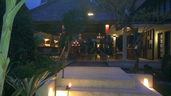 Komaneka at Monkey Forest : The reception and lobby entrance