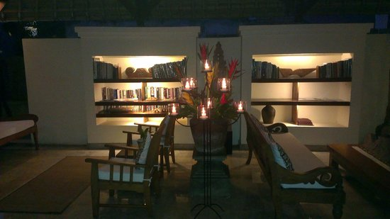 Komaneka at Monkey Forest : The reception and lobby area