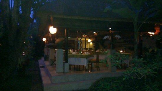 Komaneka at Monkey Forest : Charming Komaneka cafe