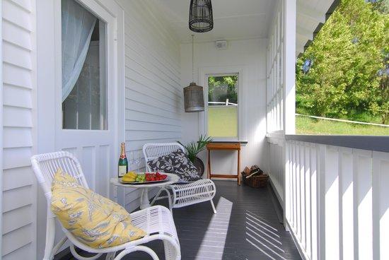 Ribbonwood Cottages & The Loveshack: verandah loveshack